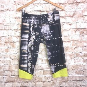 Onzie Blurred Sky Mid Cropped Leggings Size M/L